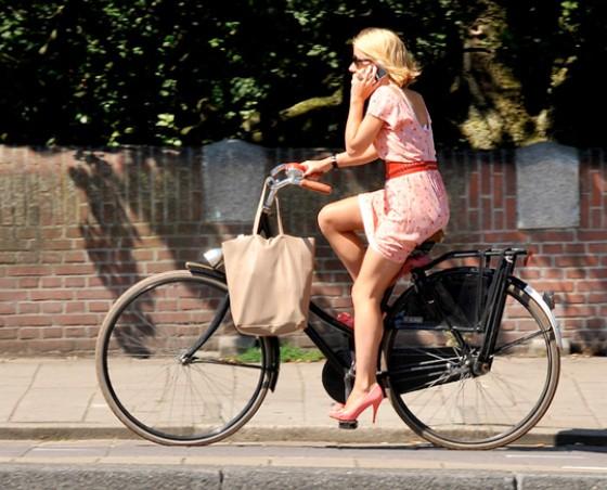 bike-velobuc-free-fr-560-x-452-womens-cycling-fashion-dresses-and-heels