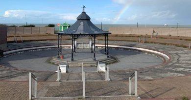 Oval bandstand