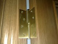 What hinges it is better to place on the interior doors
