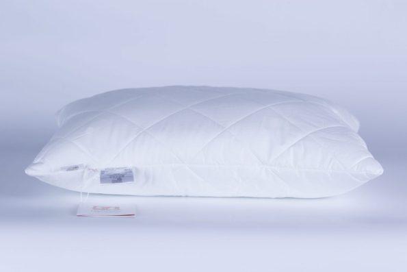 EG4A1997 scaled Специально разработанное полое 4-L волокно эффективно защищает постель от пылевых клещей, бактерий и грибков. Полиэфирные 4-L волокна обладают высокой износостойкостью, обеспечивая сохранение структуры и эластичность волокна даже после многократных стирок. Стирка при температуре до 60С°
