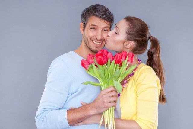 жена благодарит мужа