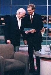 Johnny Carson with David Letterman during a May 13, 1994 taping of Letterman's 'Late Show' in Los Angeles, California.