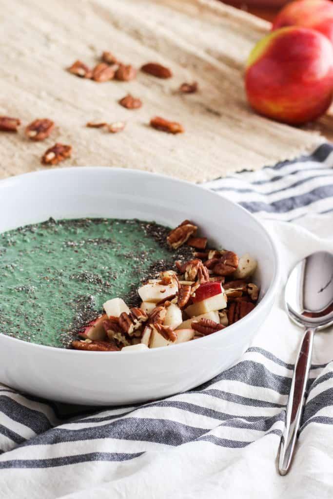 A fall smoothie bowl made with apples, chia seeds, pecans, and spirulina! Vegan recipe via www.gratefulgrazer.com