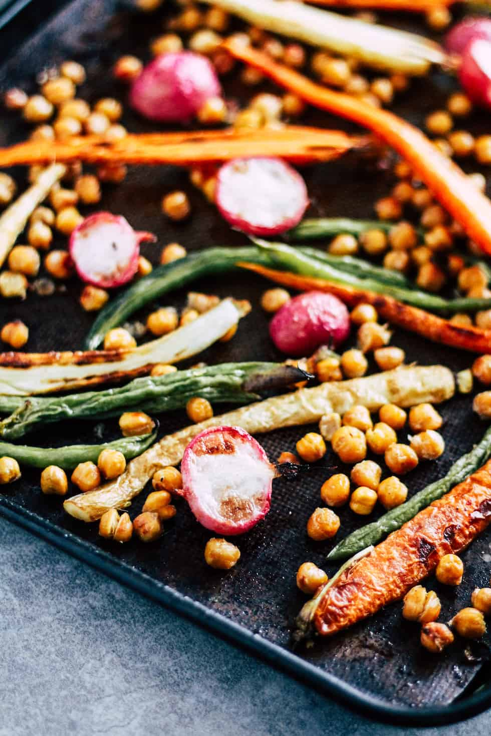 Sheet Pan Dinner with chickpeas, carrots, and green beans.