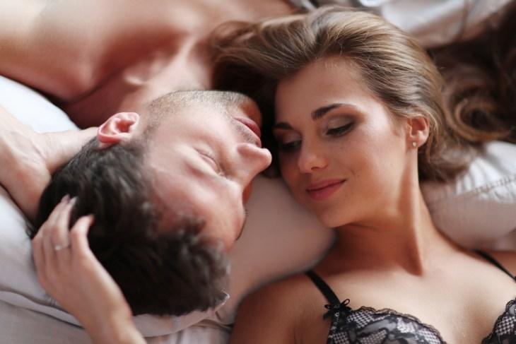 cuplu in pat, sex de placere,