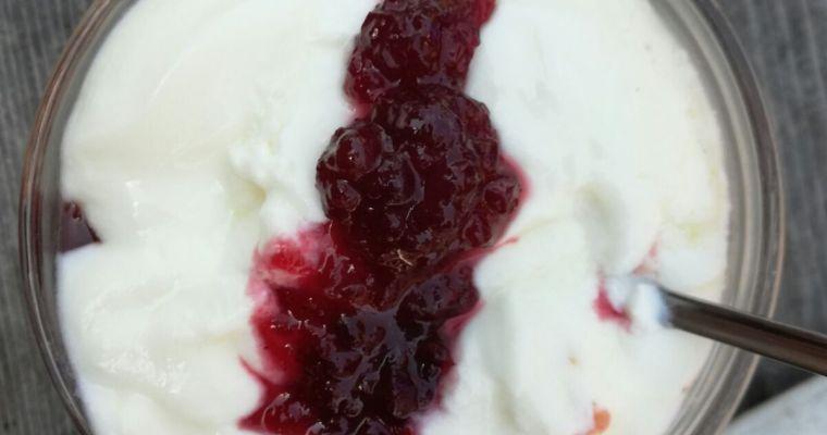 Yogurt ai frutti di bosco e relax