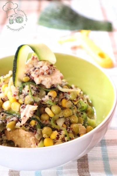 insalata di quinoa con tonno e zucchine
