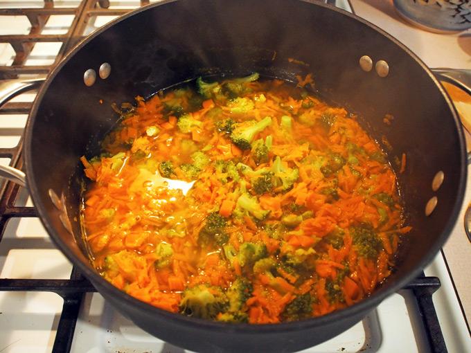 Broccoli-CHeese-Soup-4