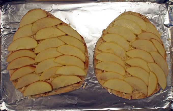 Apple-Bacon-Naan-Pizza-8