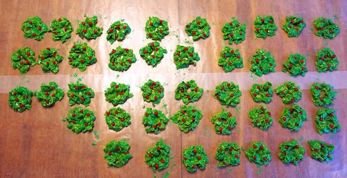 Holly-Wreaths-10