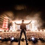 Lenny Kravitz's Crotch Busts Out on Stage