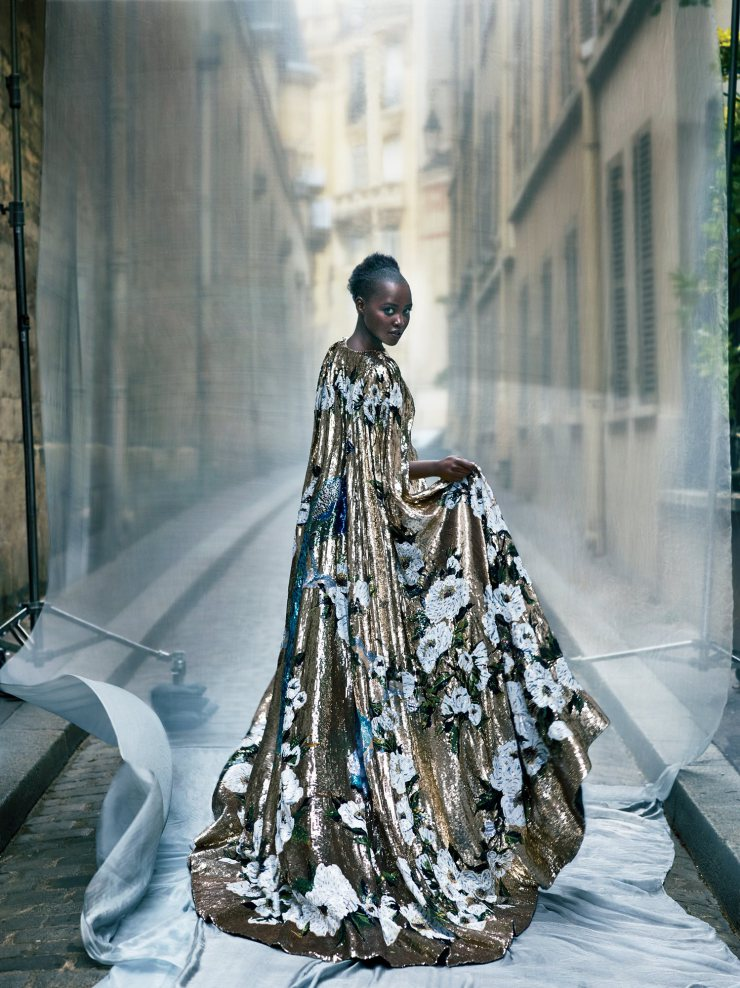 lupita-nyongo-by-mert-alas-marcus-piggott-for-vogue-us-october-2015-7