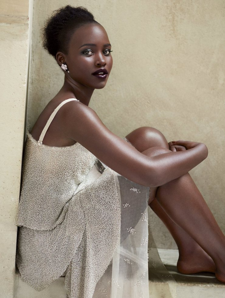 lupita-nyongo-by-mert-alas-marcus-piggott-for-vogue-us-october-2015-8