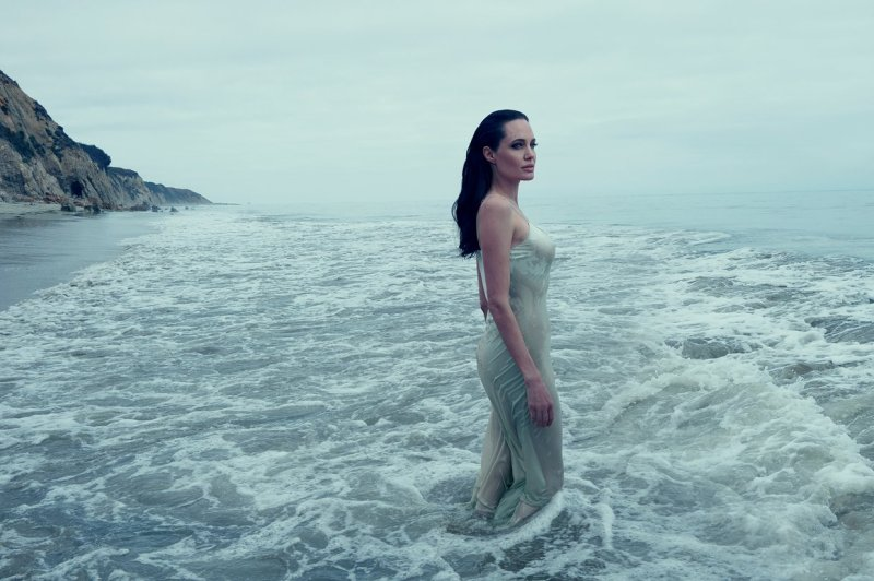 Angelina Jolie & Family by Annie Leibovitz (2)