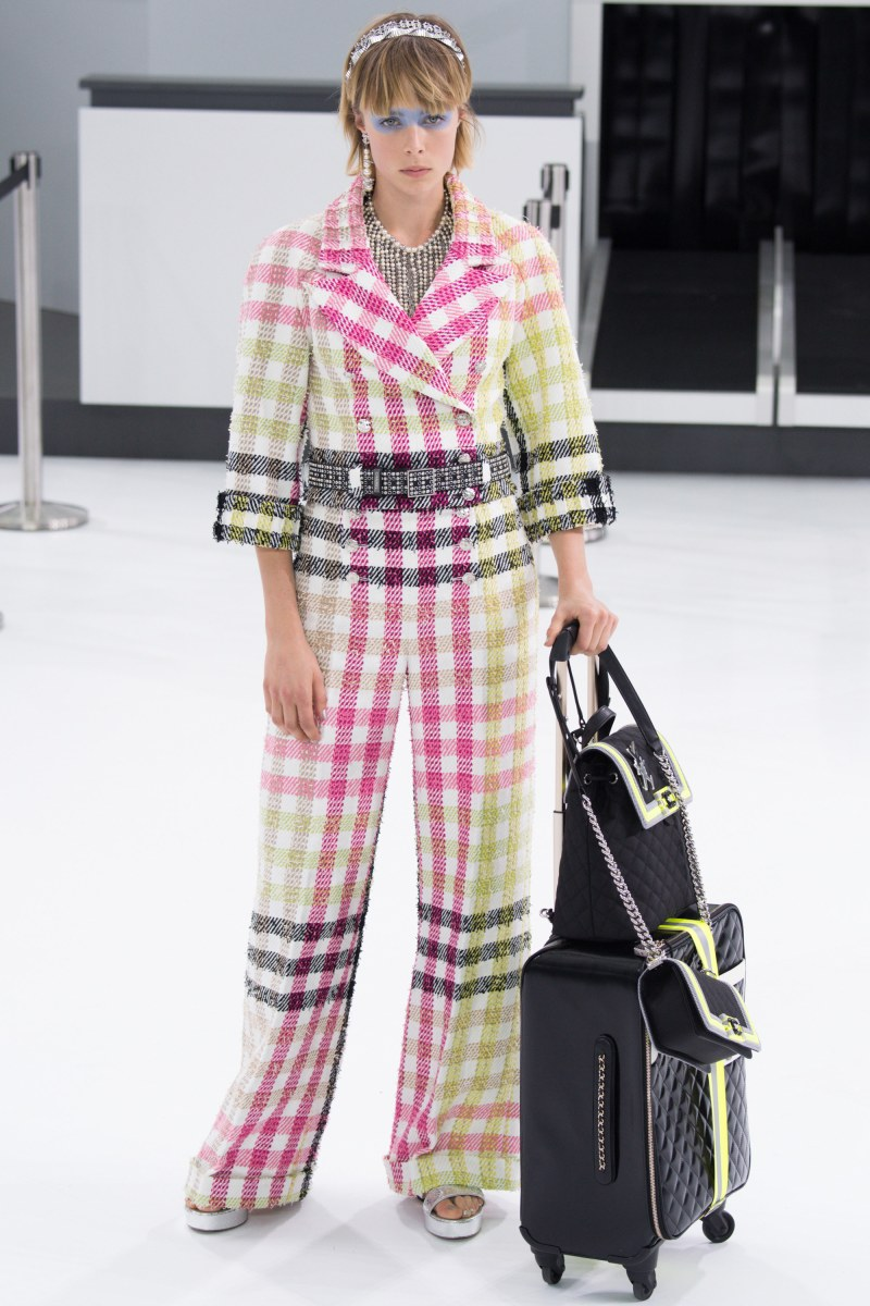Chanel Ready To Wear SS 2016 PFW (1)
