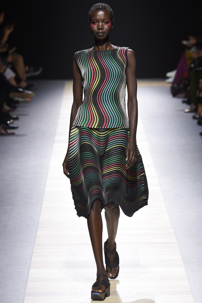 Issey Miyake Ready To Wear SS 2016 PFW (41)