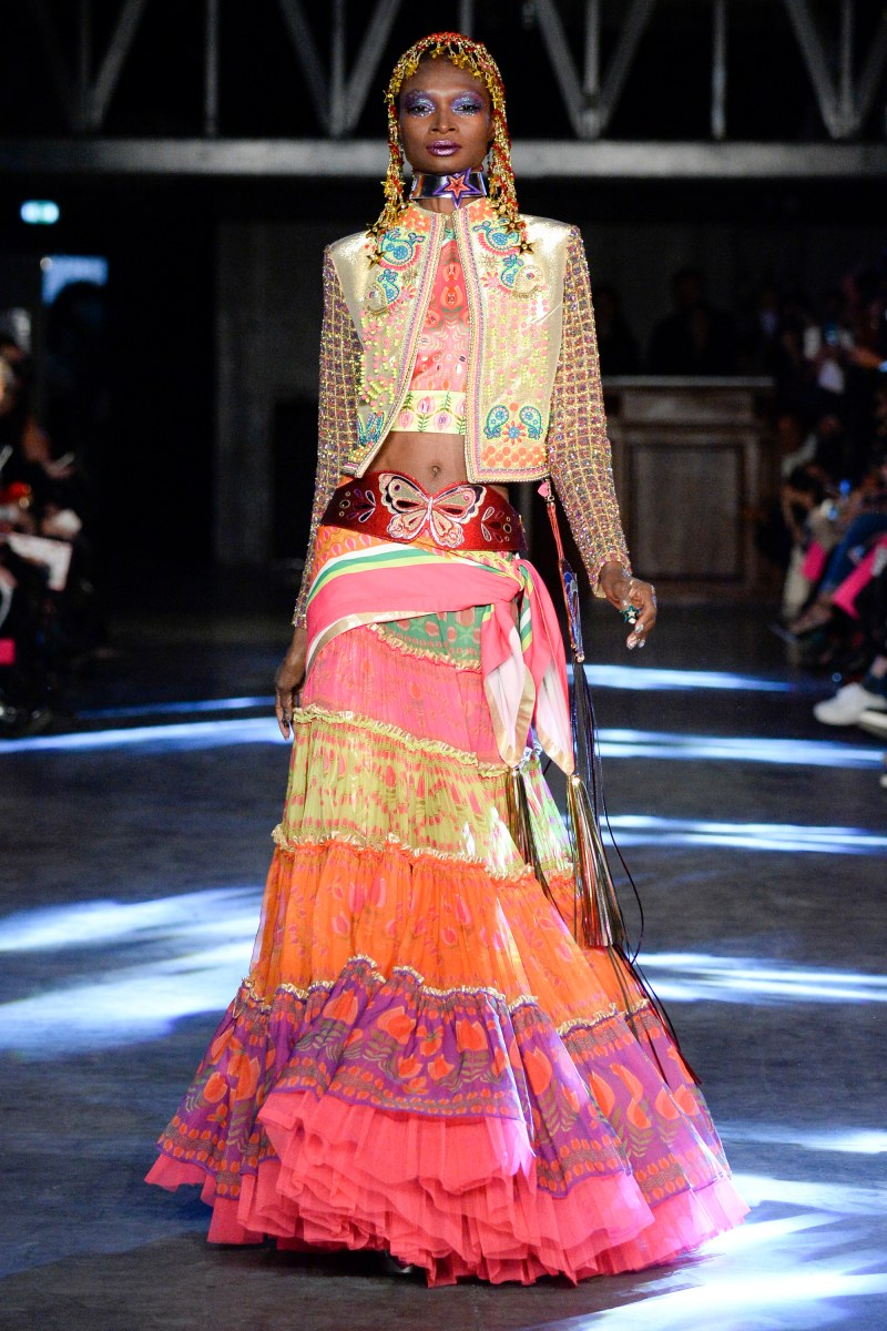 Manish Arora Ready To Wear SS 2016 PFW (1)