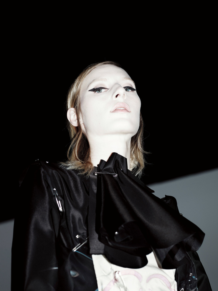 julia-nobis-by-willy-vanderperre-for-document-journal-fallwinter-2015-11