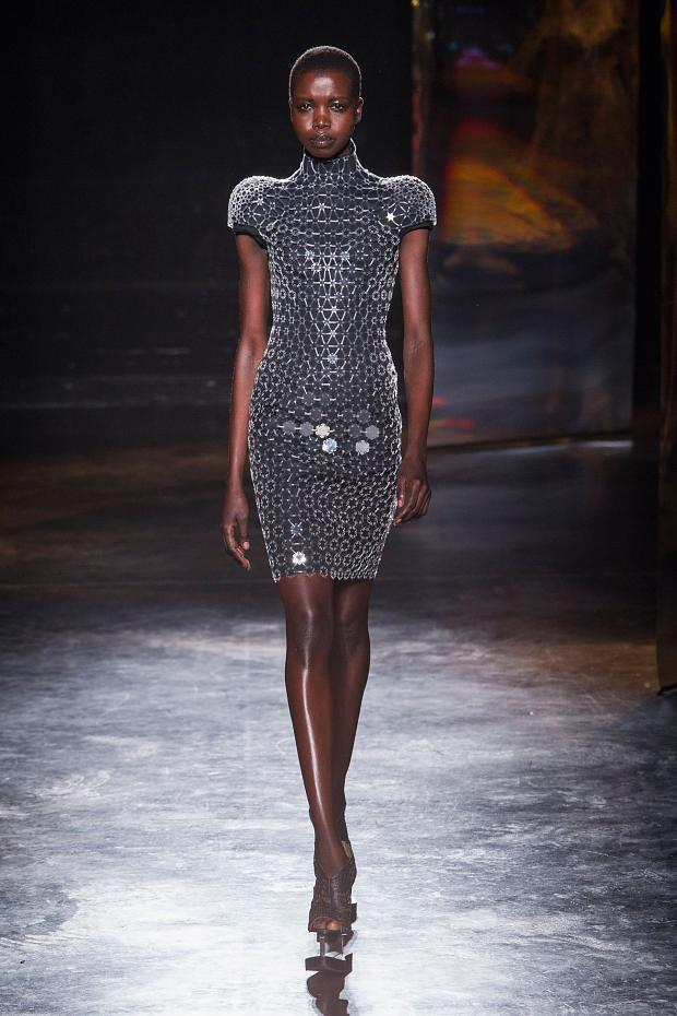 iris-van-herpen-autumn-fall-winter-2016-pfw6