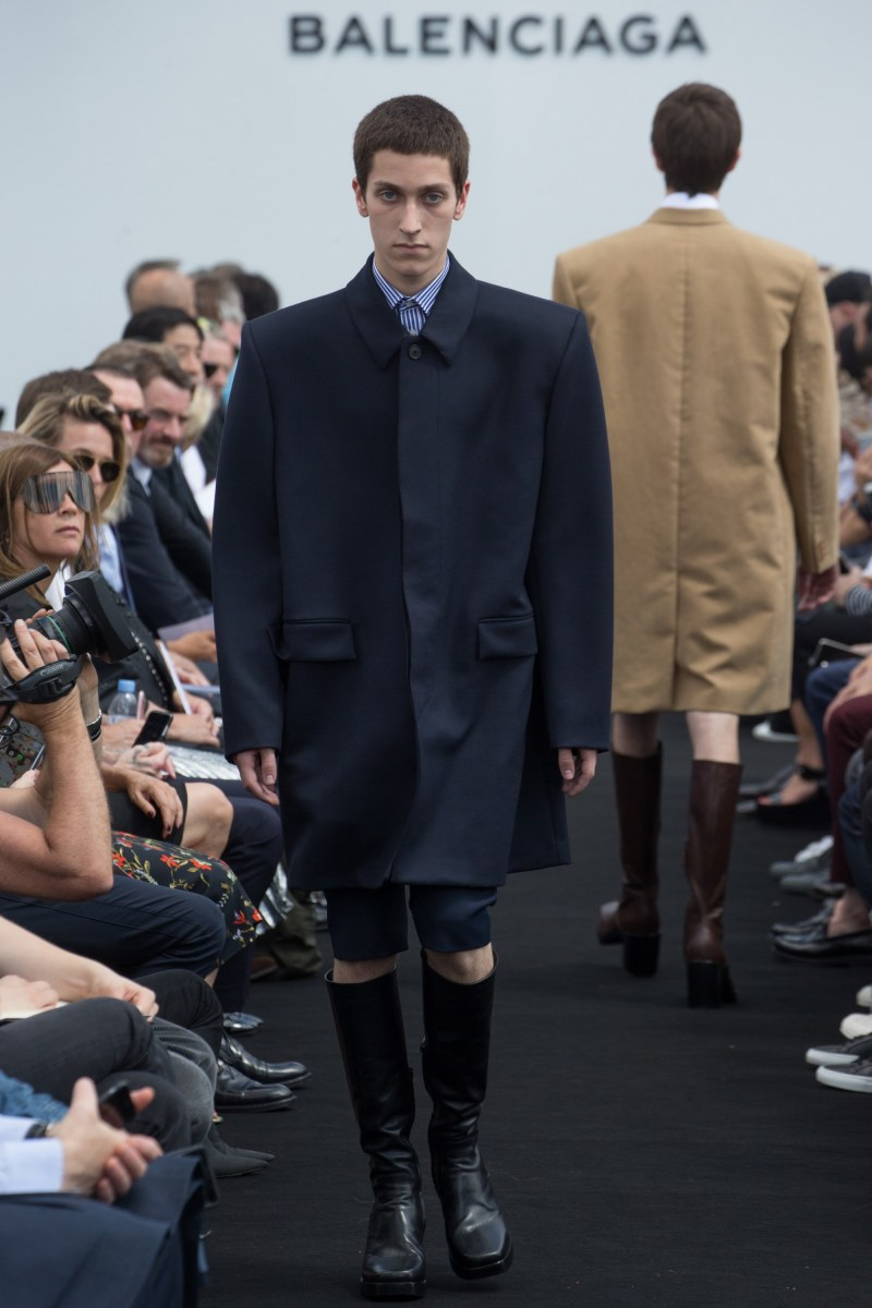 Balenciaga Menswear SS 2017 Paris (2)