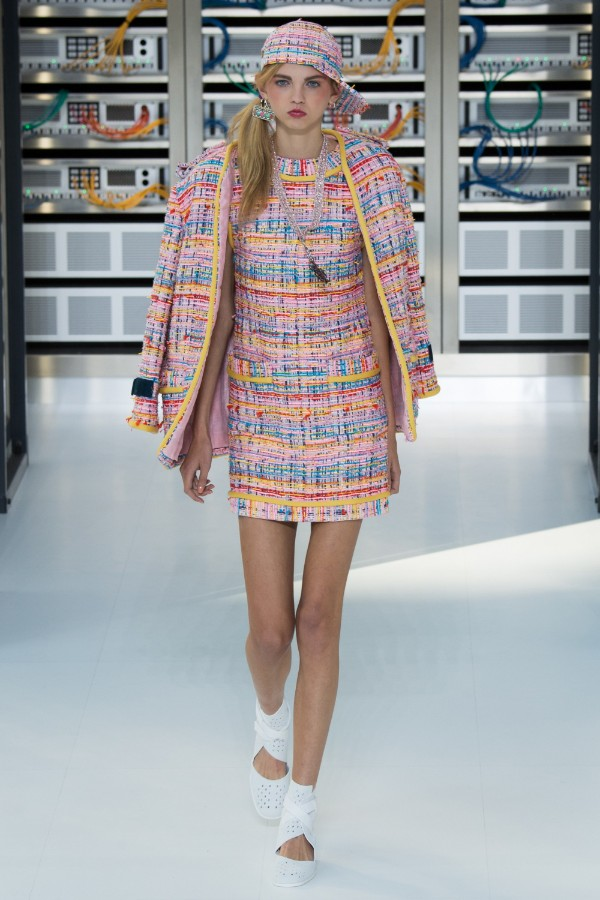 chanel-ready-to-wear-ss-2017-pfw-13