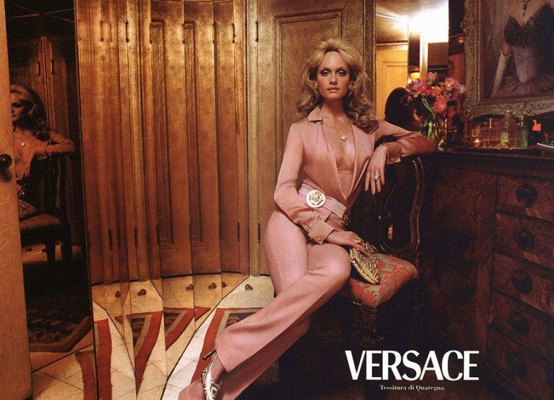 versace-fall-2000-by-steven-meisel-1
