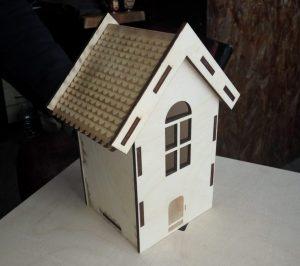 Будиночок з фанери