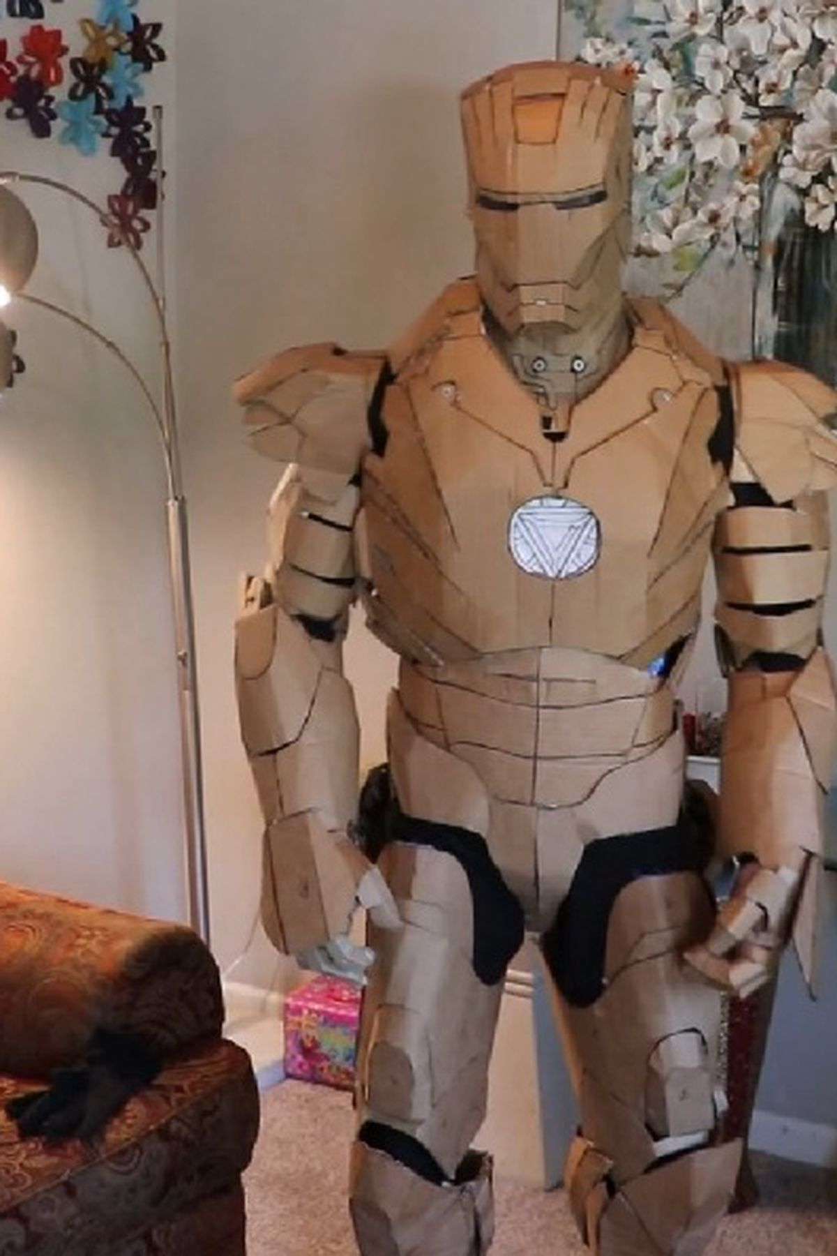 Cardboard Iron Man Suit by the Taiwanese Tony Stark, 鍾凱翔