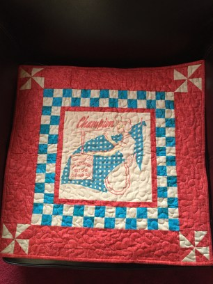 The completed laundry mini quilt.