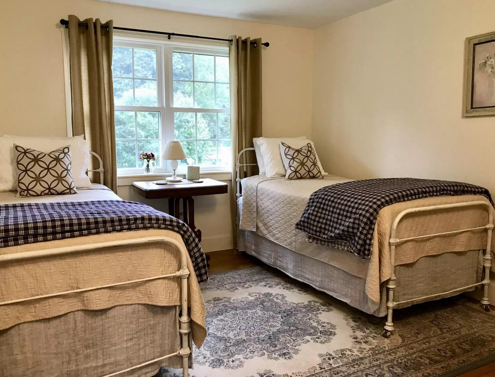 Twin bedroom on Dana Road