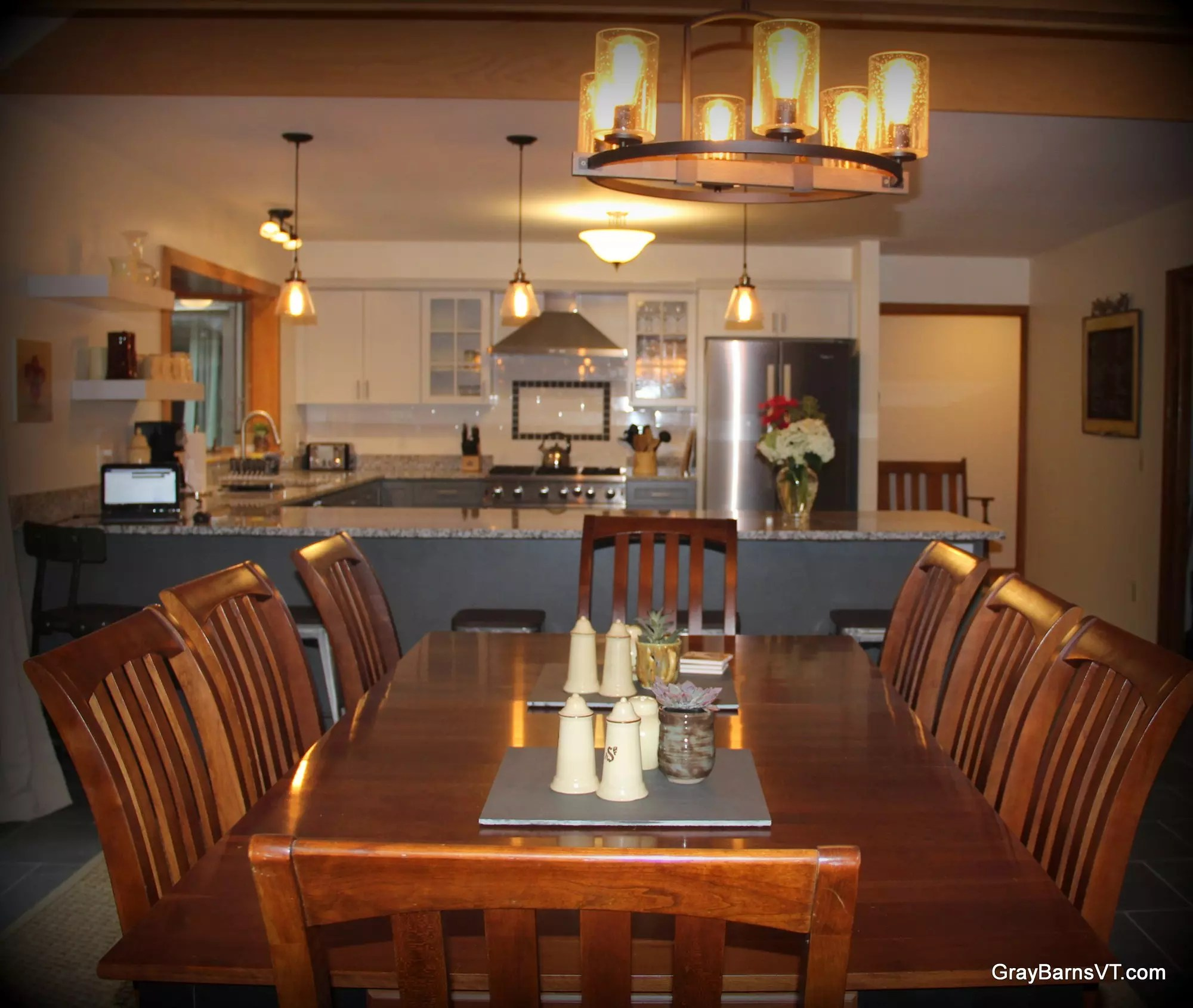 Aerie dining & kitchen