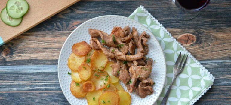 Pfannengyros mit Bratkartoffeln & Tzatziki