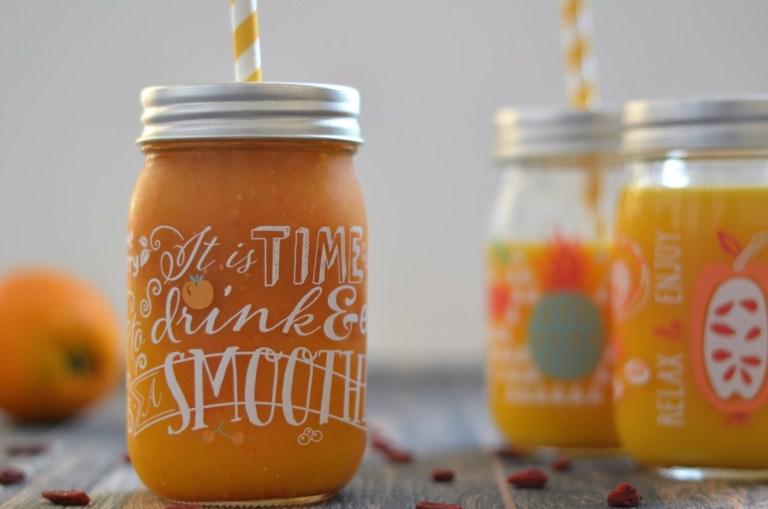 Ein leckerer Mango-Granatapfel-Smoothie für jeden Tag