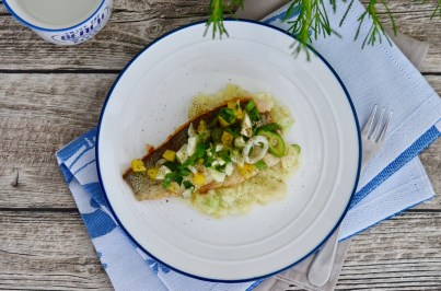 Lachsforelle mit sommerlichem Topping auf Kartoffel-Lauch-Stampf