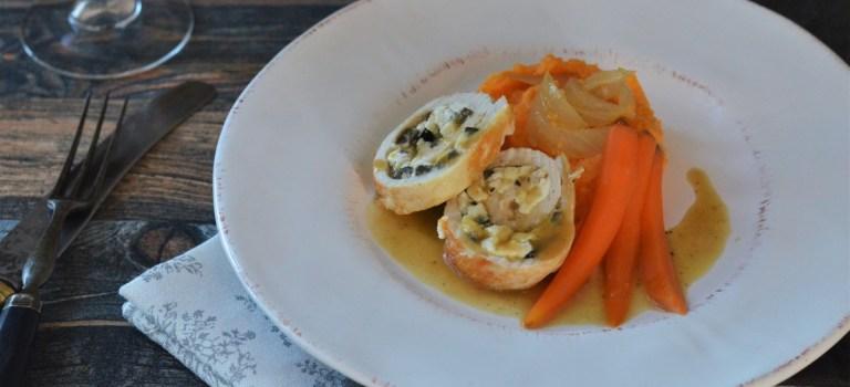 Puteninvoltini mit Schafskäse und Oliven auf Kartoffelpüree und Marsala-Möhren