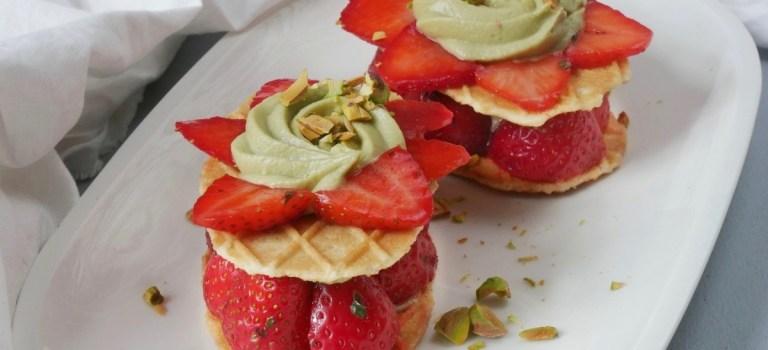 Gastbeitrag: Waffeltürmchen mit Pistazien-Mascarpone-Creme und Erdbeeren by Tellerabgeleckt