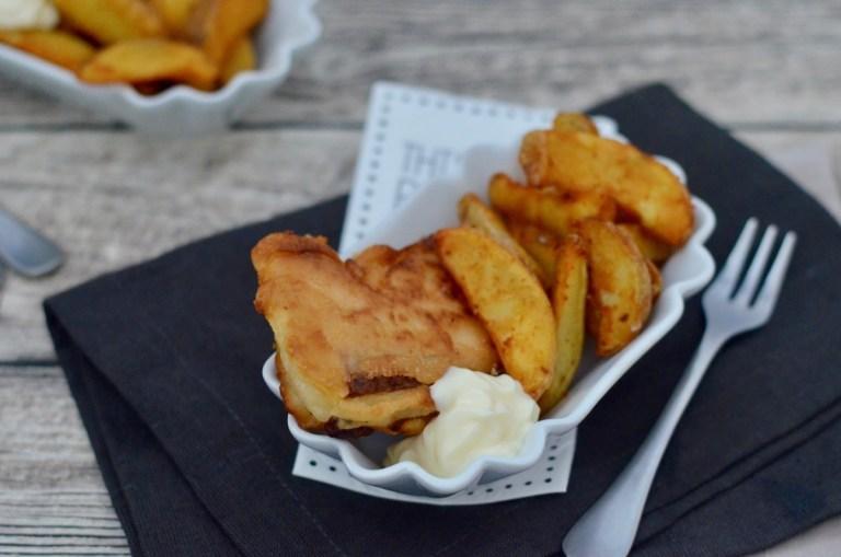 Fish & Chips: Lachs im Bierteigmantel mit Kartoffelecken
