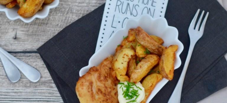 Fish and Chips: Lachs im Bierteigmantel mit Kartoffelecken & selbstgemachter Mayonnaise