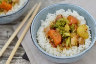 Basmati-Reis mit Gemüse & Bauchfleisch in Sojasauce