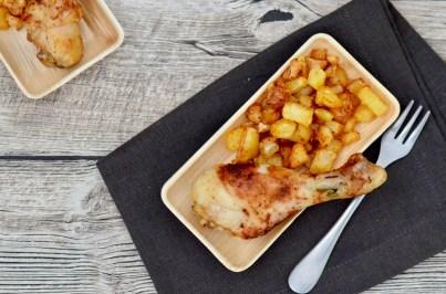 Hähnchenschenkel mit Kartoffelwürfel
