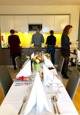 Kochen mit Freunden im Citadines City Centre Frankfurt