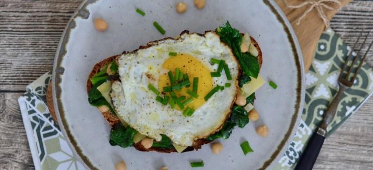 Vegetarisch Kochen: Strammer Max mit Spinat & Kichererbsen