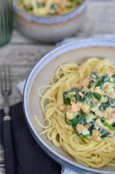 Spaghetti mit Lachs, Spinat & Kichererbsen