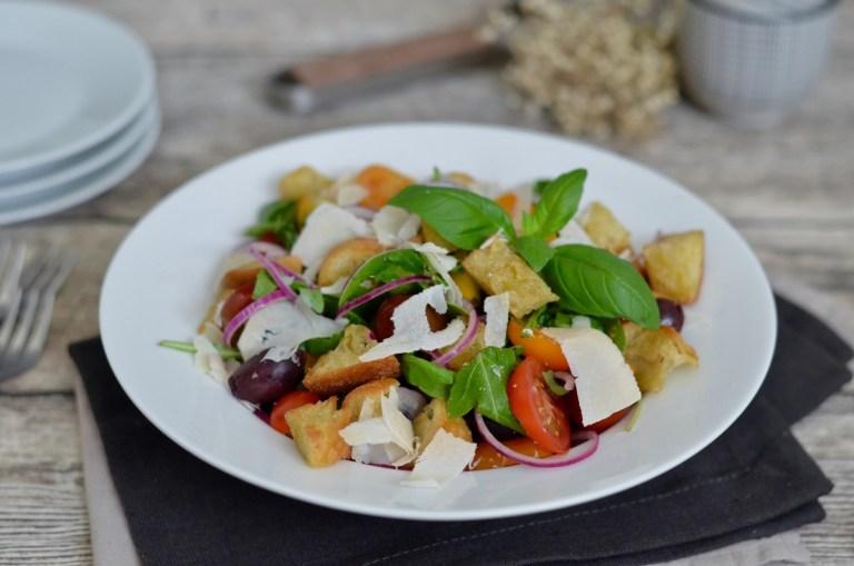 Panzanella (Italienischer Brotsalat)