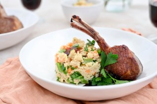 Lammkarree mit Couscous-Salat & Rotwein-Hagebutten-Sauce