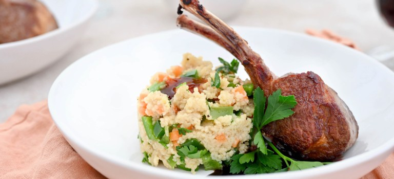 Mein Ostermenü – Hauptgang: Lammkarree mit Couscous-Salat & Rotwein-Hagebutten-Reduktion