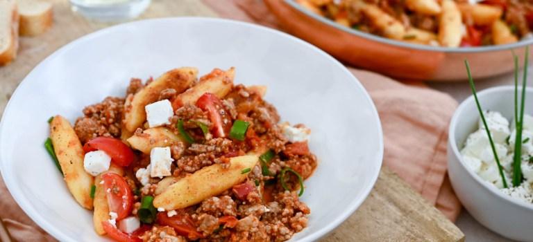 Soulfood: Schupfnudel-Hack-Pfanne mit frischen Tomaten & Feta