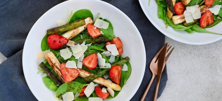 Happy 4th Blog Birthday – Vorspeise: lauwarmer Spinat-Spargel-Salat mit Erdbeeren