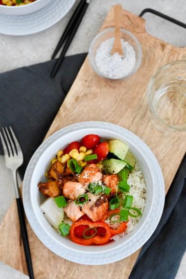 Happy Food: Lachs-Bowl mit Gartengemüse