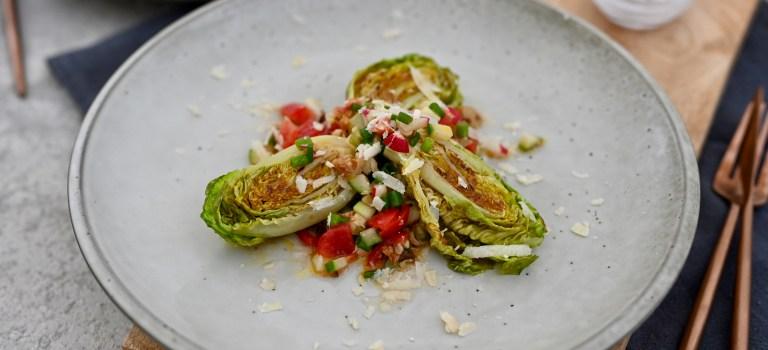 Koch's anders: Gebratene Romana-Salatherzen mit Gemüse-Tatar